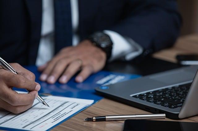 האם צריך עורך דין בהשקעת נדל״ן בחו״ל?