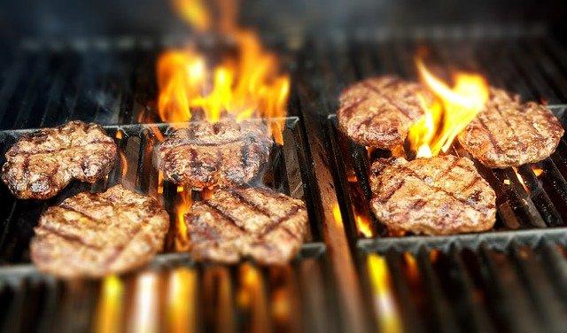 בישול בשר בעזרת מעשנת בשר