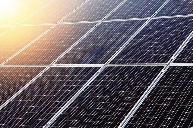האם כדאי להתקין מערכת סולארית לגג?